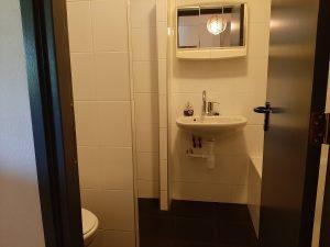 overzicht badkamer beneden oost